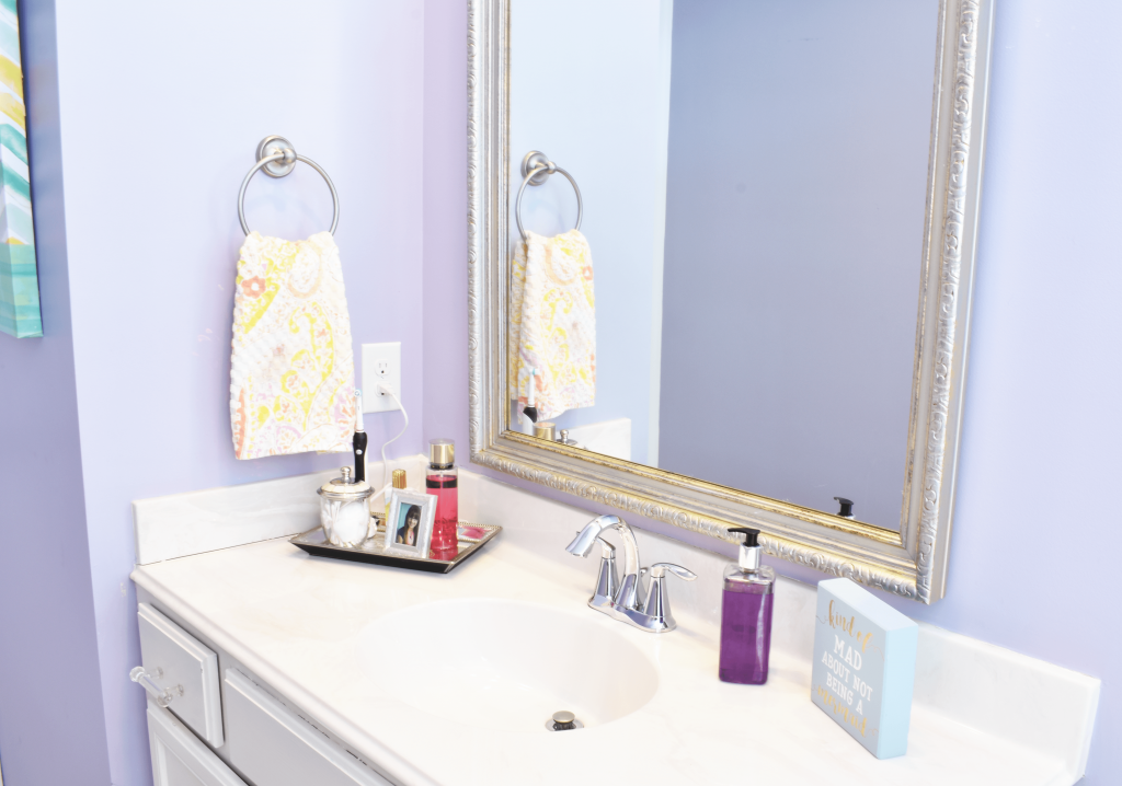 Update your tween's bathroom décor! Simple ideas for color inspiration, DIY projects and pretty design you can both agree on.